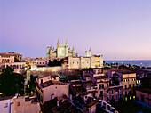 Townscape with Cathedral La Seu, king's palace, Palau de l´Almudaina, Palma de Malllorca, Mallorca, Majorca, Balearic Islands, Mediterranean Sea, Spain