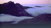 Berglandschaft über Wolkenmeer, La Plata bei Ayacata, Gran Canaria Kanarische Inseln, Spanien