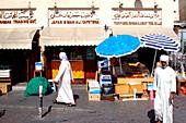 Arabs at the spice souk, Dubai, UAE, United Arab Emirates, Middle East, Asia