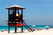 People and life guard hut on the beach, Jumeirah Beach Park, Dubai, UAE, United Arab Emirates, Middle East, Asia