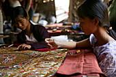 Woman work on embroidery, Stickerei, Tapisserie, Feinarbeit an einem Wandteppich