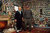 Fred and Myrtle, Paua House, NZ, Portrait of the late Fred and Myrtle, in their Paua House museum, shell house, ortsbekannte Charaktere, mittlerweile verstorben, Muschelhaus
