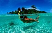 Schnorcheln vor tropischer Insel, Skindiving, Skin, Skin diver, split image