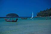 Boote am Hat Kata Yai-Strand, Phuket, Andamanensee Thailand