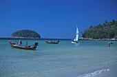 Boote am Hat Kata Yai, Strand Phuket, Andamanensee, Thailand Asien