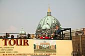Sightseeing tour, Spree-Museumsinsel Berlin, Germany