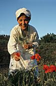 Reine Sammut picking poppy seeds, gourmet chef of Hotel Auberge La Fanerie, Loumarin, Provence