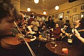 Pub Session im Royal Oak Pub, Edinburgh, Schottland Grossbritannien