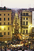 Crowd on the street in the evening, Via Condotti, Rom Italien, Italy, Europe