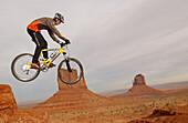 Mountainbike-Monument Valley, Monument Valley Arizona-USA