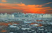 Midnight sun setting on the horizon over icebergs, Jakobshavn, Ilulissat, Kaalalit Nunaat, Greenland
