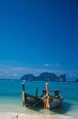 Blick auf The Beach, Longtailboote, Ko Phi Phi Le, Thailand Pazifik, Asien