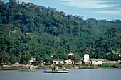 Faehre mit Auto, Rio Beni, Rurrenabaque Bolivien