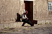 Strickender Mann, Isla Taquile, Titikakasee Peru