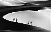 Desert tourists, Grand Erg Occidental, Sahara Algeria