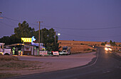 Outback hotel, Blue Heeler, Matilda Hwy, Australien, Queensland, Maltilda Highway, Blue Heeler Hotel Kynuna on the Matilda Hwy at sundown