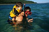 Family, snorkling, Barrier Reef, Australien, Queensland, Resort, Brampton Island, Schnorcheln, Holiday Island Snorkling, family in water Barrier Reef
