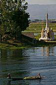 Houses on stilts, Inle Lake, Haeuser auf Stelzen, Inle-See Dorf, Intha-Voelker, Boot, Marktboot