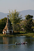 Boat as transport Inle Lake, Inle-See, Frauen im Boot, Pagode