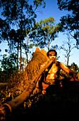 Ein Aborigine spielt ein Didgeridoo, Townsville, Queensland, Australien