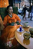 Woman wearing traditional korean Hanbok costume, Insadong Street, Seoul, South Korea, Asia
