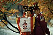 Wedding couple wearing traditional Korean costumes, Kyo, Seoul, South Korea Asia