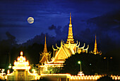 The illuminated Royal Palace at night, Phnom Penh, Cambodia, Asia