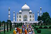 People in front of the Taj Mahal in the sunlight, Agra, Uttar Pradesh, India, Asia