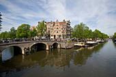 Houses, Bridge, Brouwersgracht, Jordaan, View to corner Brouwersgracht and Prinsengracht, Jordaan, Amsterdam, Holland, Netherlands