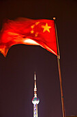 Chinesische Nationalfahne,national flag, Flagge, Nation, gelber Stern, Sterne, red star, yellow, Oriental Pearl Tower, Pudong, Fahnenmast mit Fahne