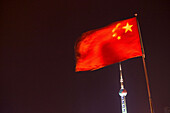 Chinesische Nationalfahne,national flag, Flagge, Nation, gelber Stern, Sterne, red star, yellow, Oriental Pearl Tower, Pudong, Fahnenmast mit Fahne, PRC