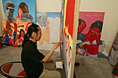 Maler Lao Fan,Painter Lao Fan in his Shanghai studio, paints chairman Mao in combination with, attractive and sexy girls, power, Vorsitzender Mao als Playboy, womanizer, red guards, Mao-Bibel, little red book