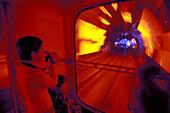 Tourist Tunnel Pudong,Touristentunnel zwischen Bund und Pudong, Kabinenbahn, cabins, colorful, illumination, neon, Kunstlicht, Lichteffekt, video, Installation, red, rot