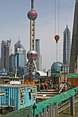 Harbour,View from Waibaidu Bridge, über Souzhou Creek, Huangpu-River, Hafen, Huangpu-Fluß, Pudong, construction site