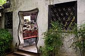 Yu Garden, entry ,klassischer chinesischer Garten, Gartenkunst, classical Garden of Joy, Yu Yuan Garden, Ming Dynasty, Nanshi, Eingang