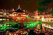 "Huxinting Teahouse, Yu Yuan Garden,Teehaus am Yu Garden, Gartenkunst, classical Garden of Joy, Yu Yuan Garden, Nanshi, Nippes, Kitsch, Zickzack Brücke, Feng Shui, Mid Lake Pavilion Teahouse, twisting bridge, Bridge of nine turnings, aus: ""Mythos Shanghai"""