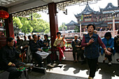 Huxinting Teahouse, Yu Yuan Garden,Musicians, pensioners, Musiker, Yu Yuan Garden, Nanshi, Feng Shui, Mid Lake Pavilion Teahouse, twisting bridge, Bridge of nine turnings, window, view
