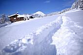 Tiroler Gasthof im Schnee, Nieding, Brixen im Thale, Tirol, Österreich