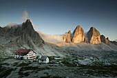 Alpine Hut, Tre Cimo di Lavaredo, Paternkofel, Dolomiti di Sesto Natural Park, Dolomiten, Veneto, Italy