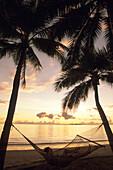 Entspannung in der Hängematte bei Sonnenuntergang,The Westin Denarau Island Resort and Spa, nah Nadi, Fiji