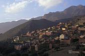 Dorf in Hügellandschaft, Tafraoute, Marokko