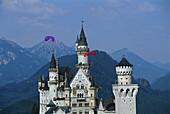 Paragliding, Schloss Neuschwanenstein, Bayern, Deutschland