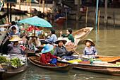 Market-women in wooden canoes at Floating Market, Damnoen Saduak, near Bangkok, Ratchaburi, Thailand