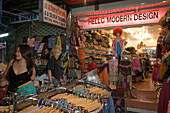 Tourists shopping at Th Khao San Road in the evening, Banglamphu, Bangkok, Thailand