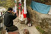 Pilgrim praying in front of statue of monk Shenizi, Nantai temple, Heng Shan South, Hunan province, China, Asia