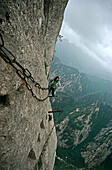 Chaines ensuring pilgrimage route at a steep rock face, Hua Shan, Shaanxi province, China, Asia