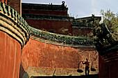 red walls and porter, Purple Heaven Hall, Zi Xiao Gong, Wudang Shan, Taoist mountain, Hubei province, Wudangshan, Mount Wudang, UNESCO world cultural heritage site, birthplace of Tai chi, China, Asia