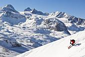 Ein Skifahrer, Freerider am Krippenstein, Dachstein, Obertraun, Oberösterreich, Österreich