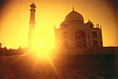View of the Taj Mahal at sunrise, Uttar Pradesh, India