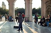 Strassenmusiker im Pavillon im Hofgarten, München, Muenchen, Bayern, Deutschland, Reise